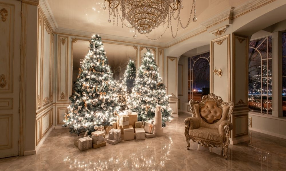4 Reasons To Hire a Professional Holiday Decorator